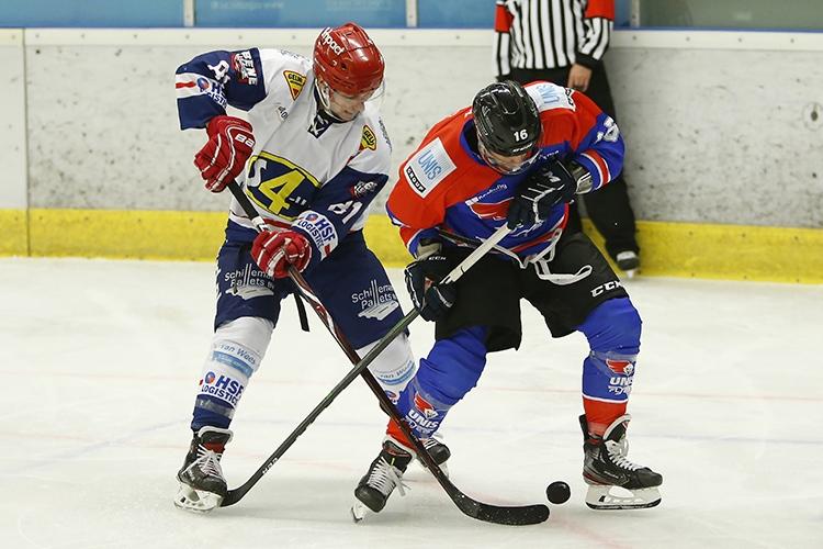 15-01-2020: IJshockey: Unis Flyers v Nijmegen Devils: EindhovenFinal Icehockey cup L-R Evo Suurhof, Nijmegen Devils and Ronald Wurm, Unis Flyers