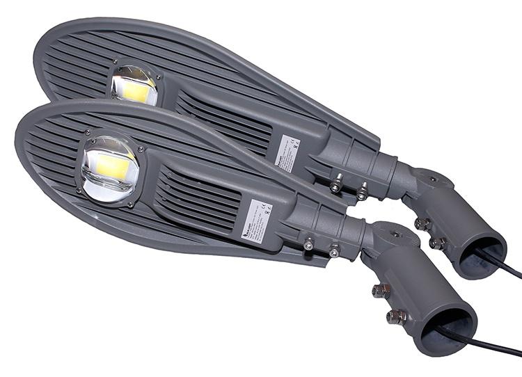 P2P0216-30W-60W-buitenlamp-onder-elkaar-met-nieuwe-steun