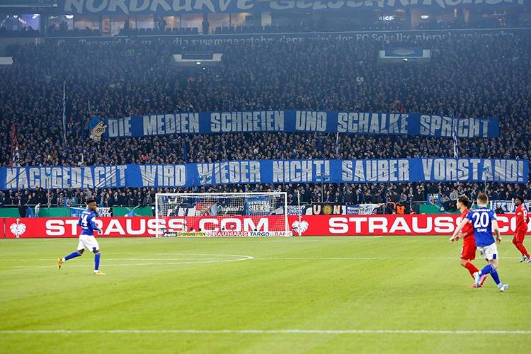 03-03-2020: Voetbal: FC Schalke 04 - Bayern Munchen: GelsenkirchenBundesliga L-R: Fans of Schalke 04