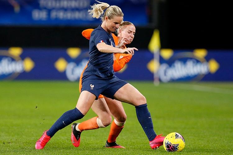 10-03-2020: Voetbal: Vrouwen Nederland v Frankrijk: ValenciennesTournoi de France 2020L-R Amandine Henry of France and Jackie Groenen of The Netherlands