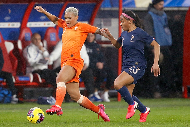 10-03-2020: Voetbal: Vrouwen Nederland v Frankrijk: ValenciennesTournoi de France 2020L-R Shanice van de Sanden  of The Netherlands and Valerie Gauvin of France