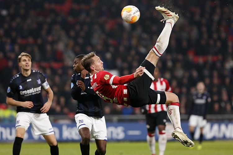 24-11-2018: Voetbal: PSV v sc Heerenveen: EindhovenEredivisie seizoen 2018-2019De 2-0 door Luuk de Jong of PSV Eindhoven