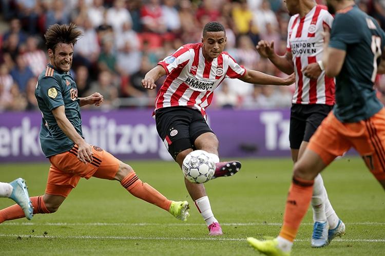 22-09-2019: Voetbal: PSV v Ajax: EindhovenEredivisie seizoen 2019-2020L-R Nico Tagliafico of Ajax and Mohamed Ihattaren of PSV Eindhoven